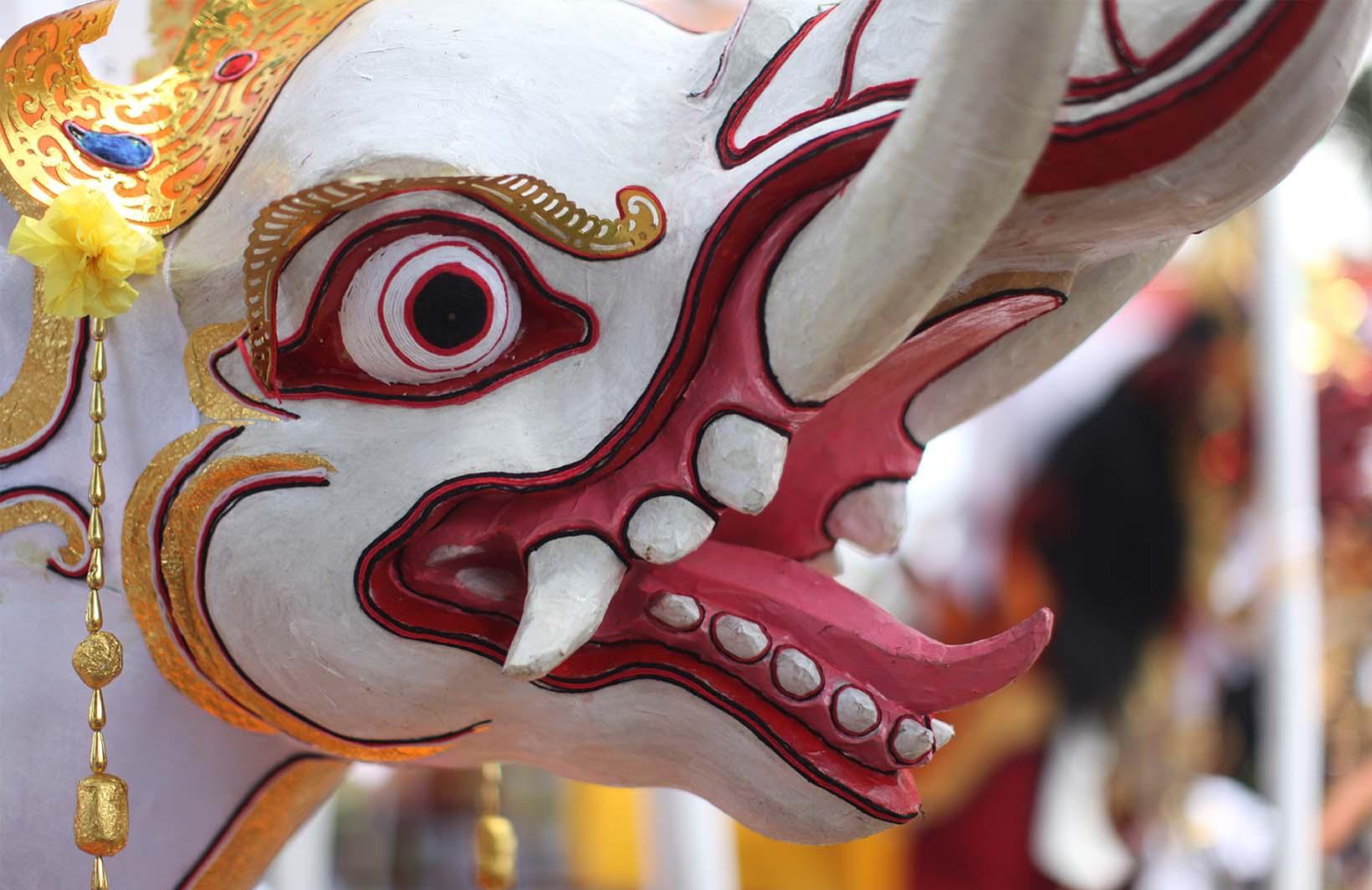 Яркие фотообои со скульптурой слона Узоры на Стене